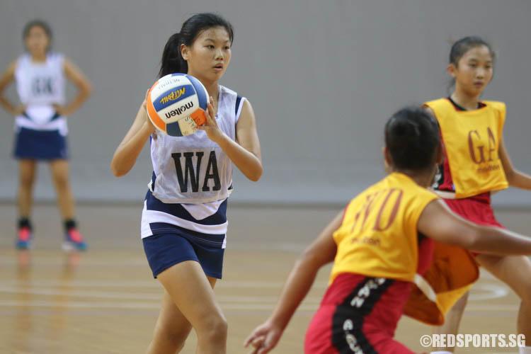 (WA) of CHIJ (Toa Payoh) prepares to pass. (Photo © Chua Kai Yun/Red Sports)