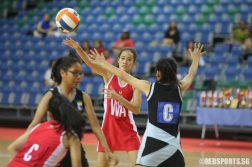 (WA) of SSP passes the ball to her teammate. (Photo © Chua Kai Yun/Red Sports)