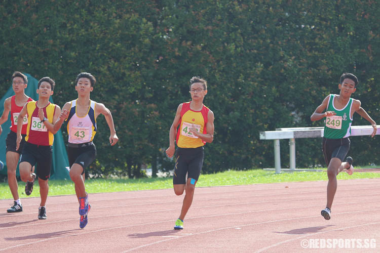 Kyes Gaffor (#249, right) clinches gold in the C-Boys 400m, while Samuel Lee (#43) and Bryan Lam (#423) take home silver and bronze respectively. (Photo © Chua Kai Yun/Red Sports)