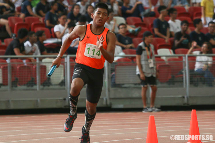 Mohamed Haziq B Mohamed Yazli (#114) of Singapore Sports School runs the third leg of the 4x400m relay. (Photo © Chua Kai Yun/Red Sports)