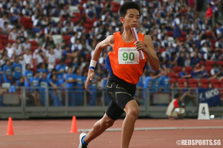 Koh Shin Kiat (#90) of North Vista Sec starting the third leg of the 4x400m relay. (Photo © Chua Kai Yun/Red Sports)