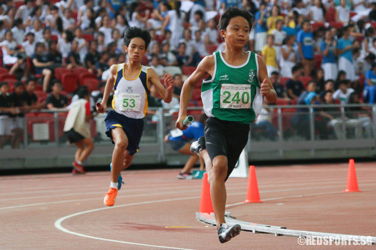Chua Zhi Lii (#240) of SJI in action during the first leg of the 4x400m relay. (Photo © Chua Kai Yun/Red Sports)