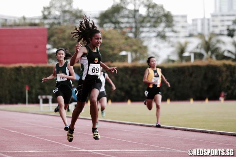 a div girls 200m