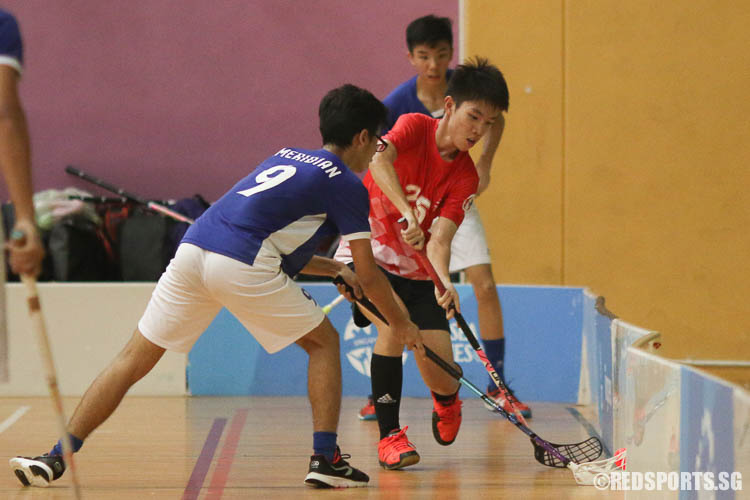 Chew Ee Jia (RVHS #25) struggles to keep possession. (Photo © Chua Kai Yun/Red Sports)
