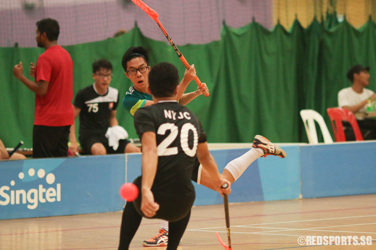 Daniel Wong (TJC #25) attempting a shot. (Photo © Chua Kai Yun/Red Sports)