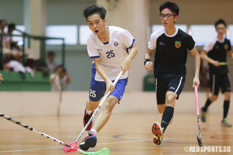 Jayvis Lim (MJC #25) dribbling upcourt on a fast break as he gets past RI defenders. (Photo © Chua Kai Yun/Red Sports)