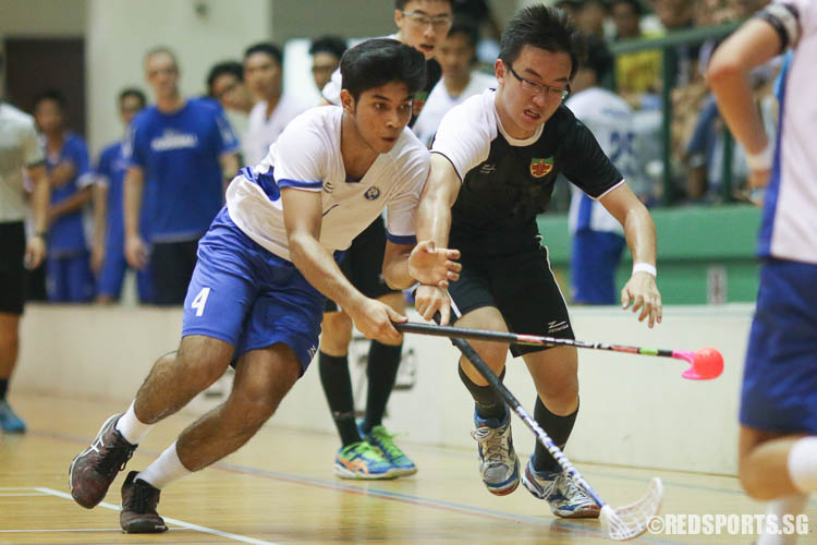 Abdul Mateen (MJC #4) retains possession with his nifty stickwork. (Photo © Chua Kai Yun/Red Sports)