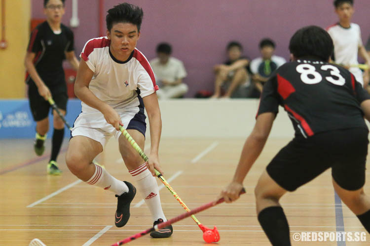 Hughie Chan (YJC #20) controls the ball against TPJC. (Photo © Chua Kai Yun/Red Sports)