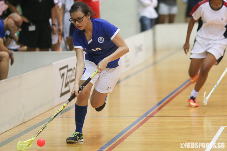 Natalie Tan (MJC #19) dribbles the ball against YJC. (Photo © Chua Kai Yun/Red Sports)