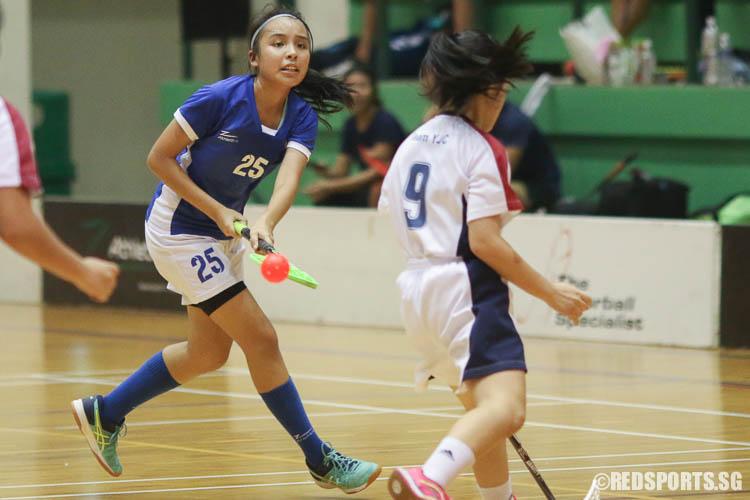 Faith Wong (MJC #25) attempts a shot. (Photo © Chua Kai Yun/Red Sports)