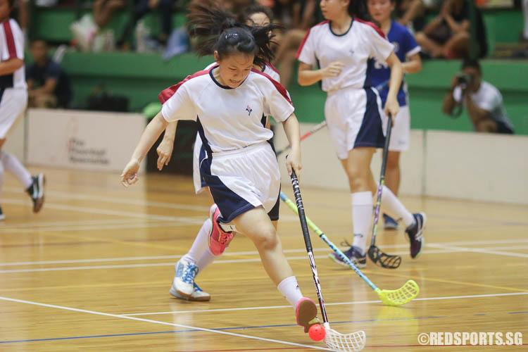 Cheng Xin Yi (YJC #9) dribbles upcourt on a fast break. (Photo © Chua Kai Yun/Red Sports)