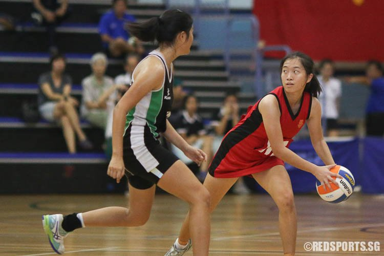 Celine Lim (WA) of HCI receiving a pass from her teammate. (Photo © Chua Kai Yun/Red Sports)