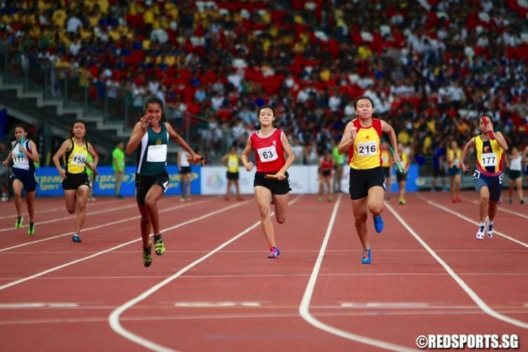 a div girls 4x100m