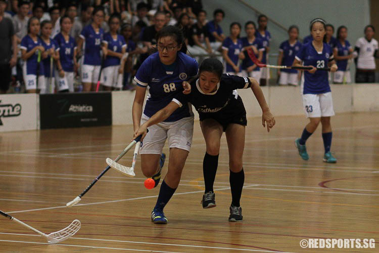 The game's top scorer Emily Ong (MJC #88) and Rachel Tan (CJC #22) contest for the ball. (Photo 1 © Ryan Lim/Red Sports)