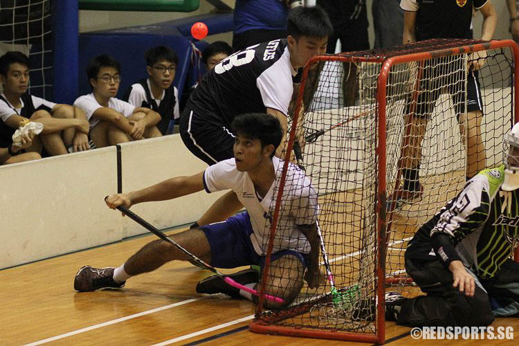 Abdul Mateen Amir Mizra (MJC #4) keeping his eye on the ball despite being knocked over. (Photo 18 © Ryan Lim/Red Sports)