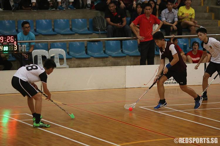 Koh Wenjun (VJC #14) takes on his opponent. (Photo © Ryan Lim/Red Sports)