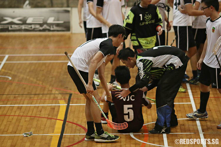 RI players consoling Koh Dun Xian (VJC #5). (Photo © Ryan Lim/Red Sports)