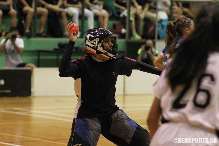 Fasihah Bte Mohmad Azhar (YJC #1) starting play. (Photo © Ryan Lim/Red Sports)