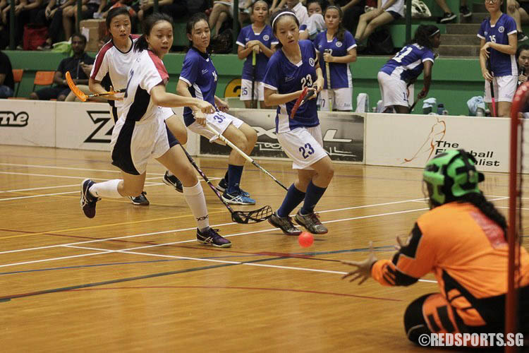 Ong Swee Ling (YJC #29) saw her shot saved. (Photo © Ryan Lim/Red Sports)