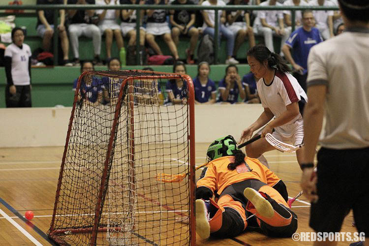 The ball goes agonizingly close. (Photo © Ryan Lim/Red Sports)