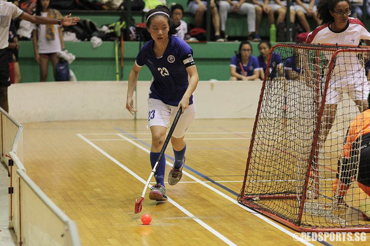 MJC captain Ho Lin Xuan (MJC #23) taking the ball round the goal. (Photo © Ryan Lim/Red Sports)