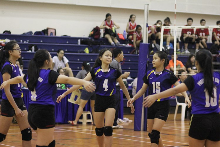 In the u-14 girls final, Presbyterian High (PHS) claimed the title after defeating Dunman High in straight sets (25-17, 25-15), ending with a perfect 6-0 win-loss record. (Photo 1 © Ryan Lim/Red Sports)