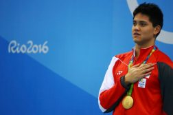 2016 Rio Olympics - Swimming - Victory Ceremony - Men's 100m Butterfly Victory Ceremony - Olympic Aquatics Stadium - Rio de Janeiro, Brazil - 12/08/2016. Joseph Schooling (SIN) of Singapore sings the national anthem. TSRIO2016 REUTERS/Michael Dalder TPX IMAGES OF THE DAY FOR EDITORIAL USE ONLY. NOT FOR SALE FOR MARKETING OR ADVERTISING CAMPAIGNS.