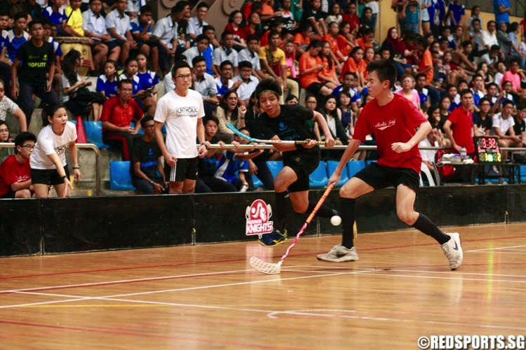 Catholic High (red) beat Northbrooks 3-2 to win their first ever National C Division Floorball Championship. (Photo © Les Tan/Red Sports)