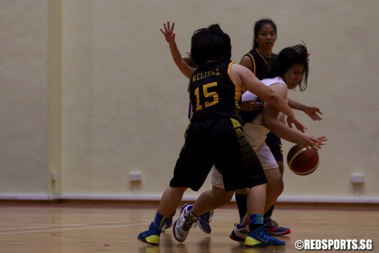 Singapore Poly (black) beat Ngee Ann Poly 37-26 for their second win of the POL-ITE Basketball Championship. (Photo © Les Tan/Red Sports)