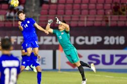 Sarawut Masuk (#14) of Thailand gets to the ball first before goalkeeper Hassan Sunny (#18) to score the only goal of the game. (Photo: AFF Suzuki Cup website)