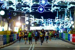 The full and half marathon runners start together at the 2016 Singapore Marathon. (Photo courtesy of Standard Chartered Marathon Singapore)