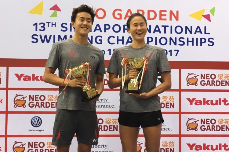 Quah Zheng Wen and Quah Ting Wen posing with their Most Valuable Player trophies on the final day of the 13th Singapore Swimming National Championships. (Photo courtesy of Singapore Swimming Association)