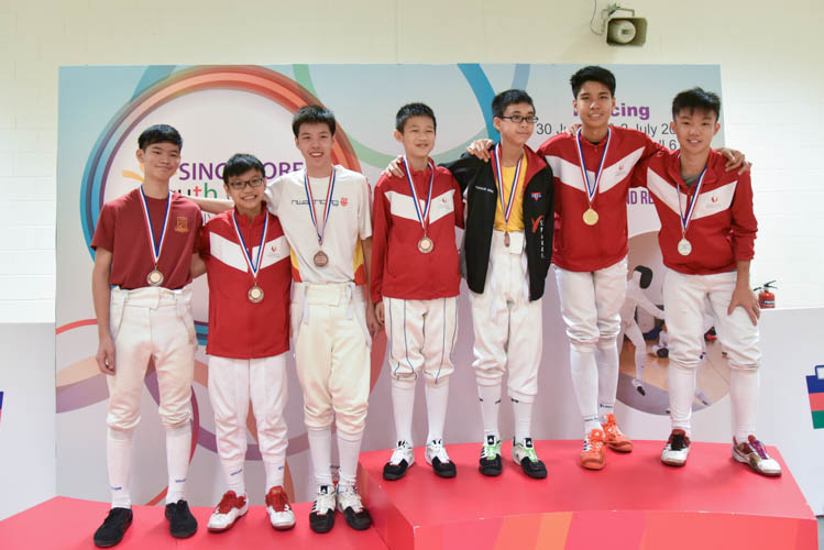 Top seven fencers from the under-14 Individual Boys' Epee category posing with their medals after the end of their competition. (Photo © Stefanus Ian/Red Sports)