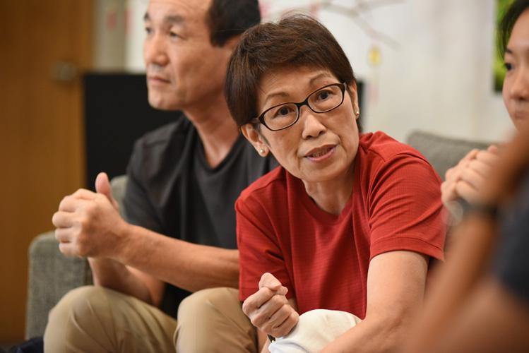 Lynda Dyeo, mother of national basketballer Yukie Yoshida, talking among her fellow supporters.