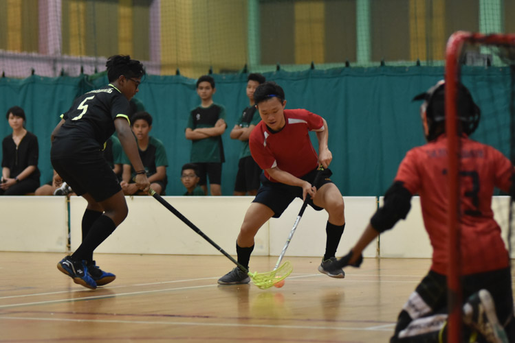 Hougang's Dan Lee (HGSS #21) swerves past the defender to score a goal. He was the top scorer of the game, scoring three goals for Hougang. (Photo 1 © Cara Wong/Red Sports)