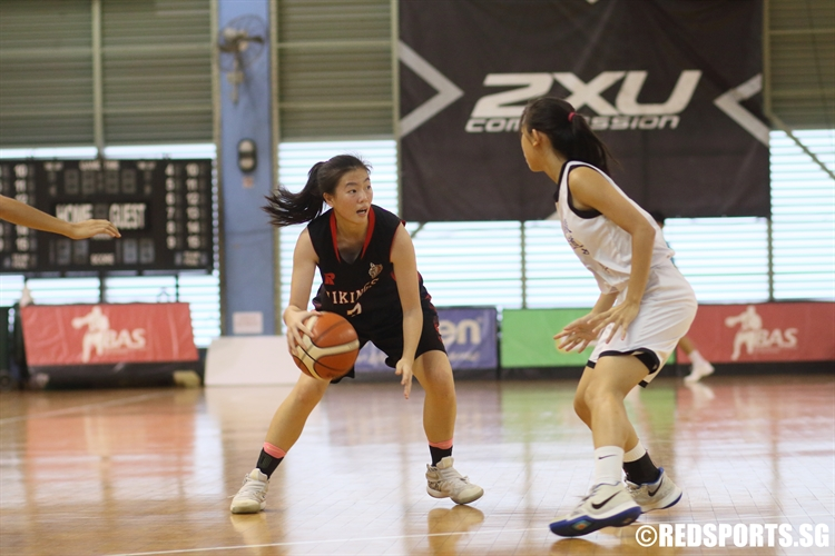 Lydia Ang (NV #7) handles the ball against Yishun Town Secondary. She scored a game-high 14 points in the victory. (Photo 1 © Dylan Chua/Red Sports)