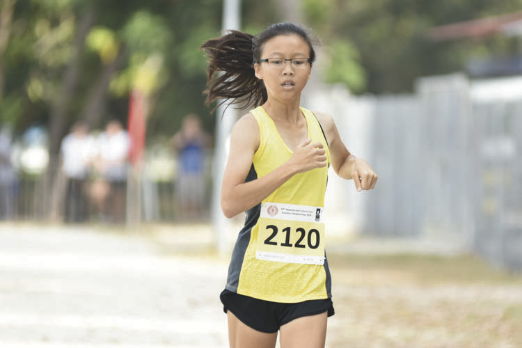 Tay Ling Yin (#2120) of Victoria Junior College came in seventh with a timing of 16:03 in the A Division Girls. (Photo © Eileen Chew/Red Sports)