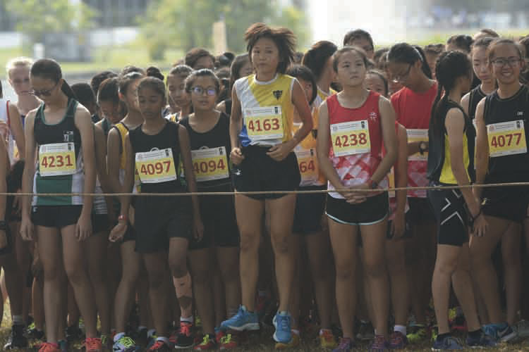 The B Division Girls getting ready before the start of their 2018 National Schools Cross Country race. (Photo © Stefanus Ian/Red Sports)