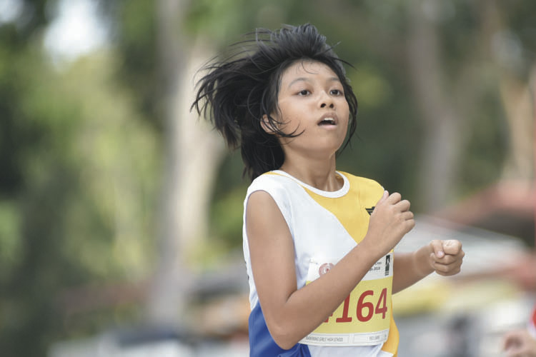Yeo Limin (#4164) of Nanyang Girls' High School came in seventh with a timing of 17:06 in the B Division Girls. (Photo © Eileen Chew/Red Sports)