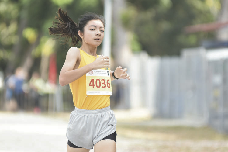 Tan Kylie (#4036) of Cedar Girls' Secondary came in second with a timing of 15:48 in the B Division Girls. (Photo © Eileen Chew/Red Sports)