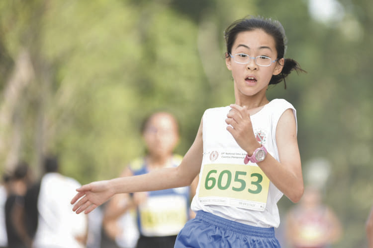 Tan Ser Gi Chloe (#6053) of CHIJ St Nicholas Girls' School came in eighteenth with a timing of 17:52 in the C Division Girls. (Photo © Eileen Chew/Red Sports)