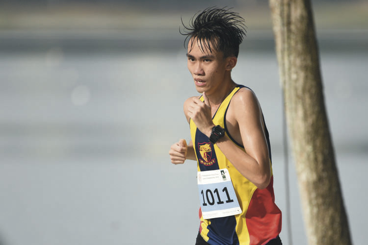 Wong Men Ern Philip (#1012) of Anglo-Chinese School Independent came in seventeenth with a timing of 17:42 in the A Division Boys. (Photo © Stefanus Ian/Red Sports)