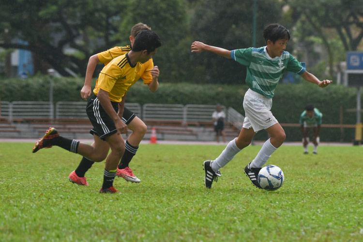 Lim Kai Pin (SJI #4) dribbling the ball. (Photo © Stefanus Ian/Red Sports)