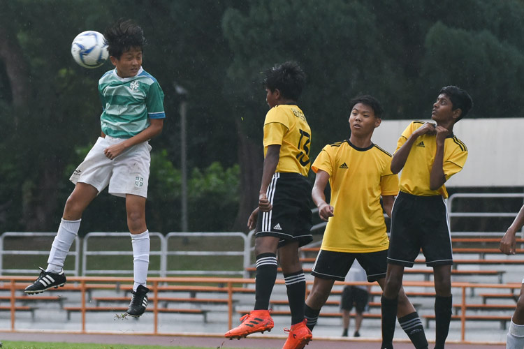 Lim Kai Pin (SJI #4) going up for a header. (Photo © Stefanus Ian/Red Sports)