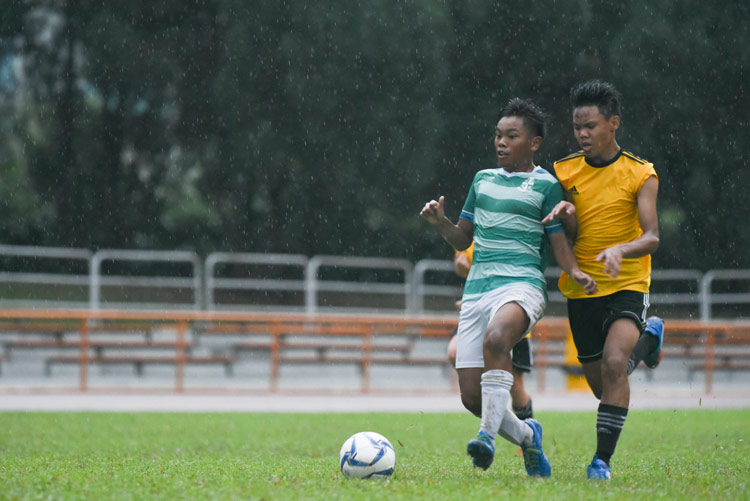 Muhammad Naufal (SJI #4) picking his spot before scoring the second goal for SJI. (Photo © Stefanus Ian/Red Sports)