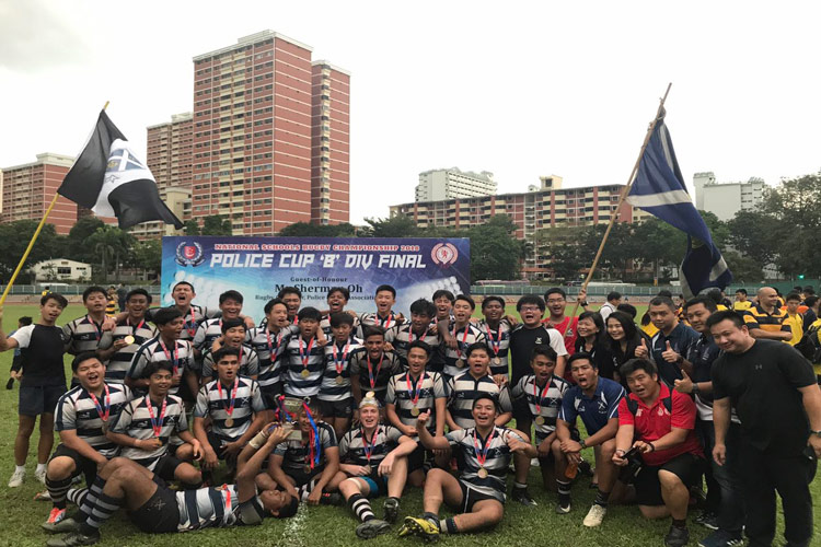 St Andrew's Secondary B Division rugby team posing after their 13-10 victory over Anglo-Chinese School (Independent) at Queenstown stadium. (Photo 1 © Clement Tan/Red Sports)