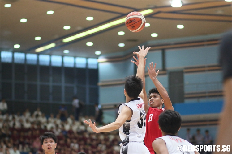 Shafiq (JSS #13) rises for a mid range jumper. He scored a game-high 24 points despite the defeat by Unity. (Photo 1 © Dylan Chua/Red Sports)