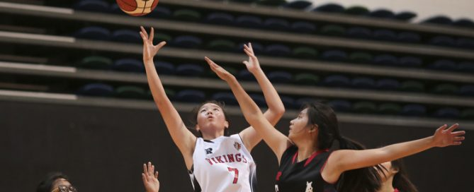 Lydia Ang (#7) of North Vista Secondary shoots a layup against (#6) of Ngee Ann Secondary. (Photo © Lee Jian Wei/Red Sports)