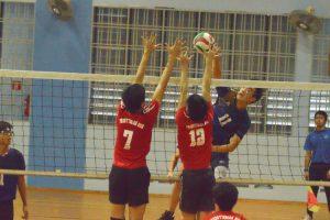 Song Guo Rui Keave (AMK #11) spikes it over the PHS blockers. (Photo 2 © REDintern Nathiyaah Sakthimogan)