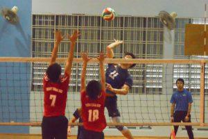 Song Guo Rui Keave (AMK #11) jumps high as he prepares to spike. (Photo 7 © REDintern Nathiyaah Sakthimogan)
